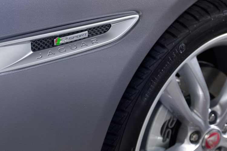 Jaguar XF Saloon 2.0 d 180PS R-Sport 4Dr Manual [Start Stop] detail view